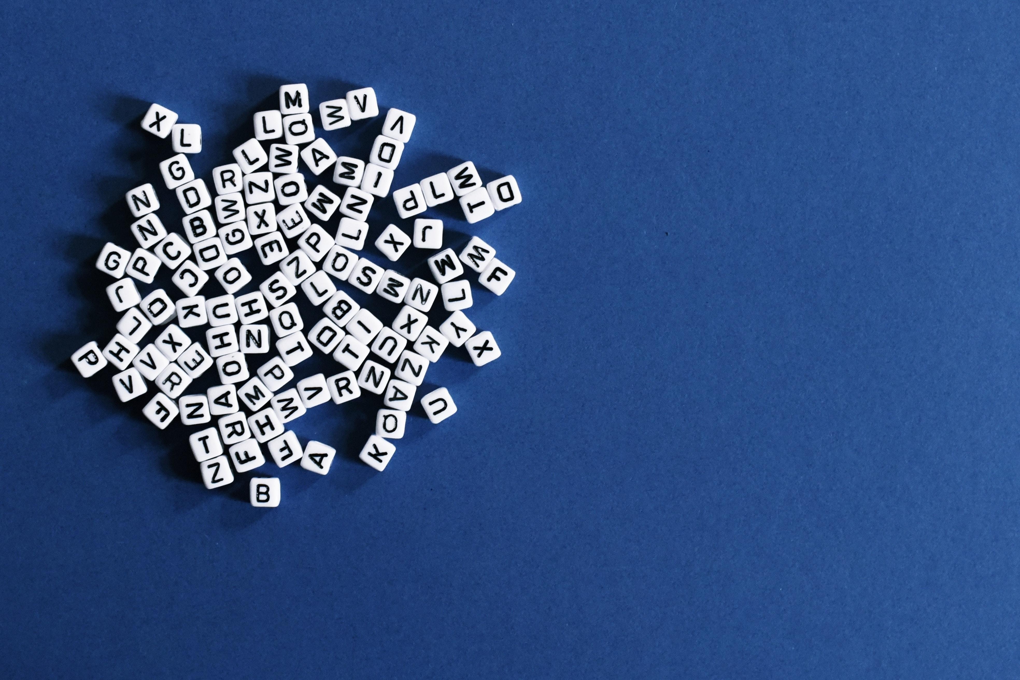 Buchstabenwuerfel symbolbild doktorarbeit thema dissertation.8e58e43255d4e99dfb11aff50ff3e1763