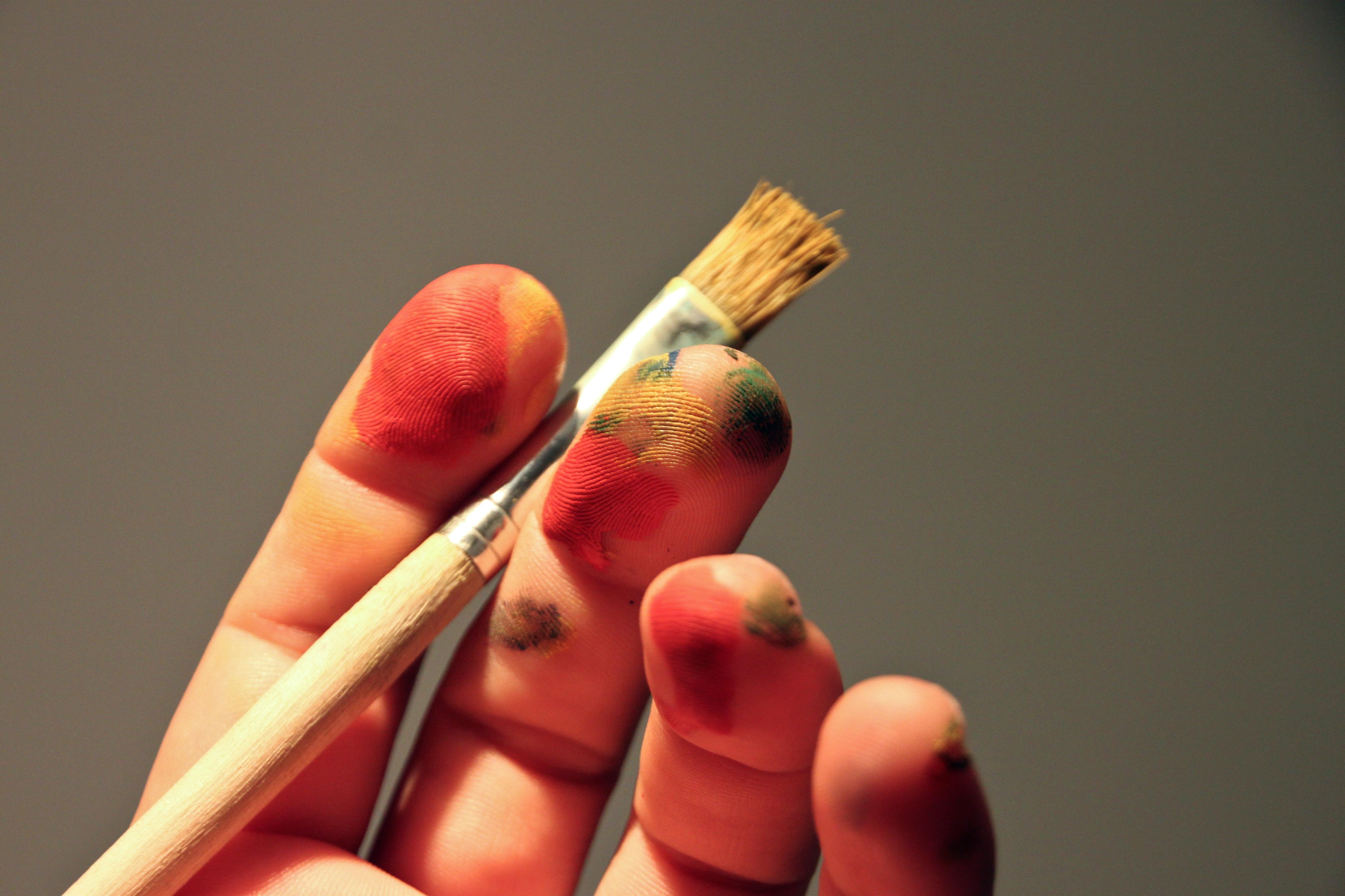 Hand pinsel symbolbild selbstmarketing wissenschaft.172400c4398d731538b8e69ac9af97b92