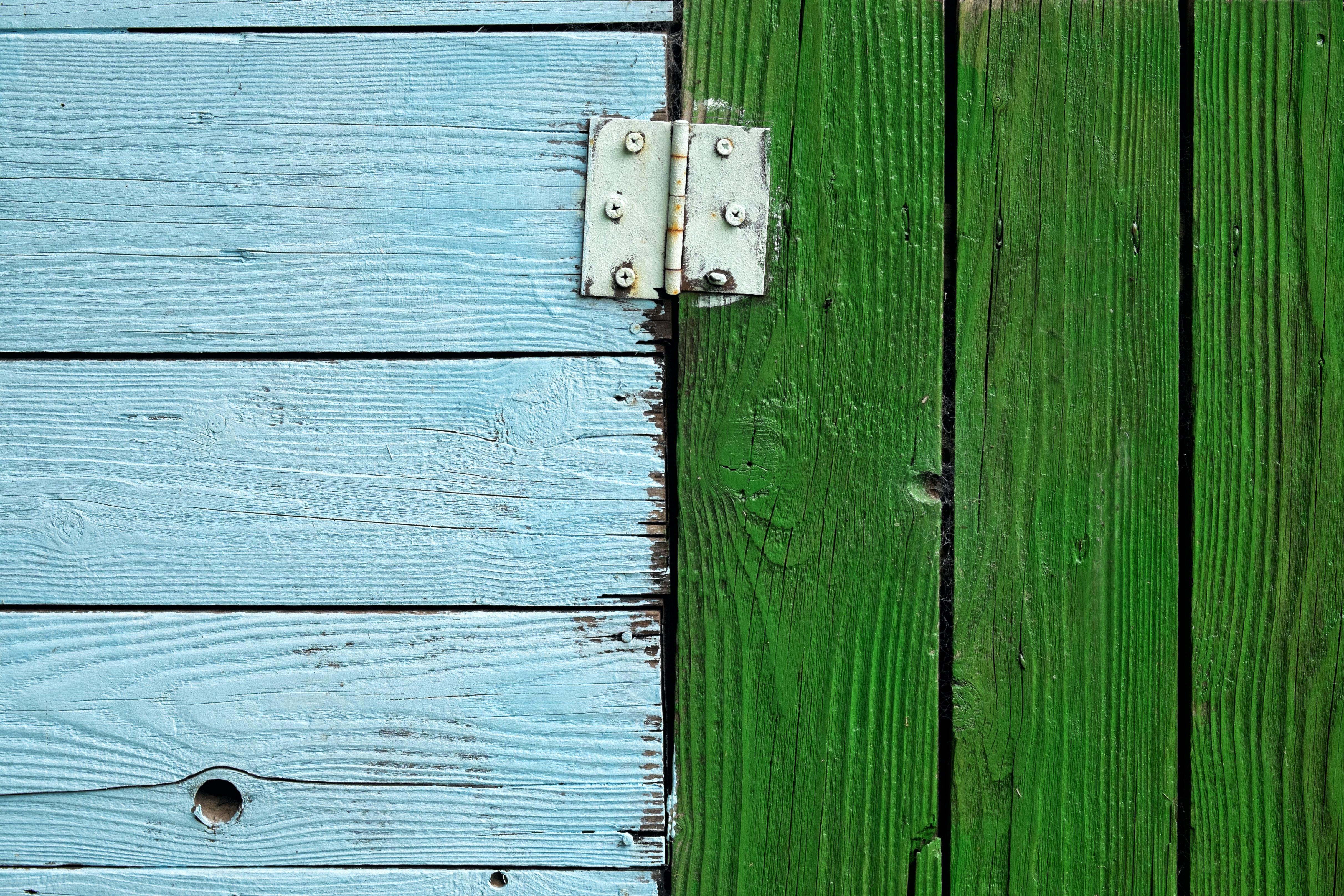 Holztueren scharnier symbolbild unterschied bewerbung wissenschaft und wirtschaft.745de45f249cd3e044a59359e97b81679