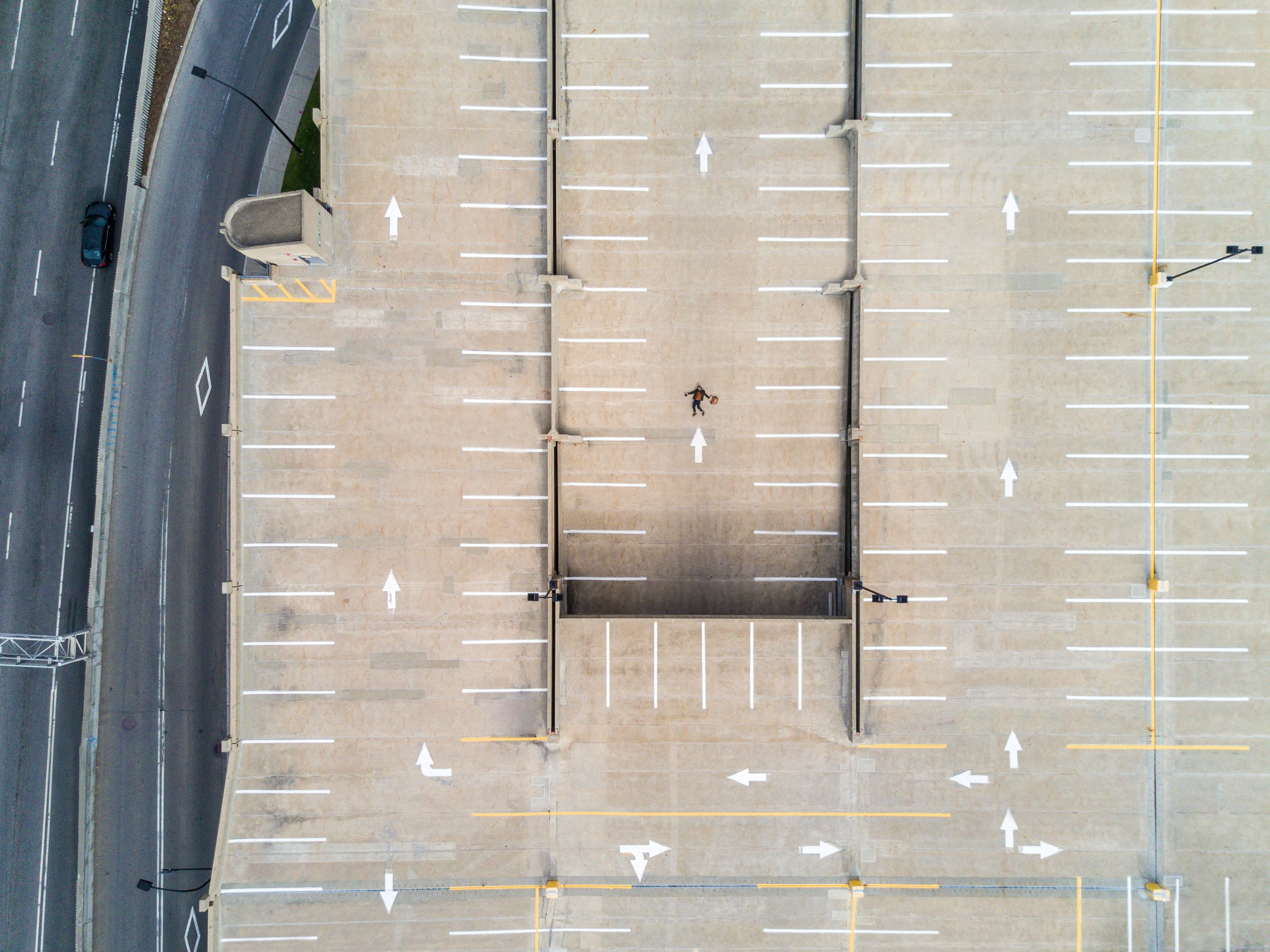 Parkplatz symbolbild strukturierte promotion.c45497a1bacad2757ec5d0877187bfd10