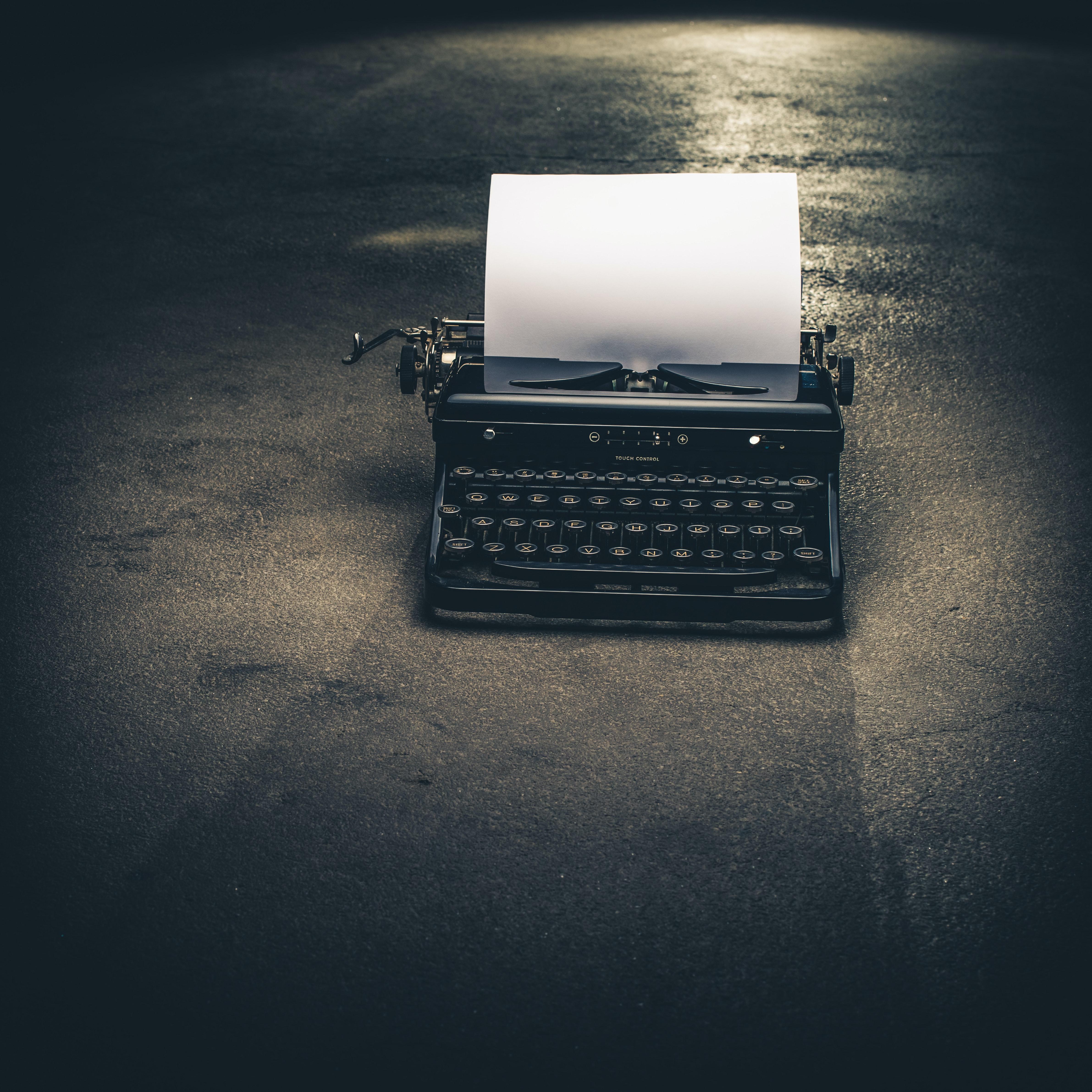 Schreibmaschine symbolbild expose dissertation.647fcf7cdfa0d716ca3e3736078709e98