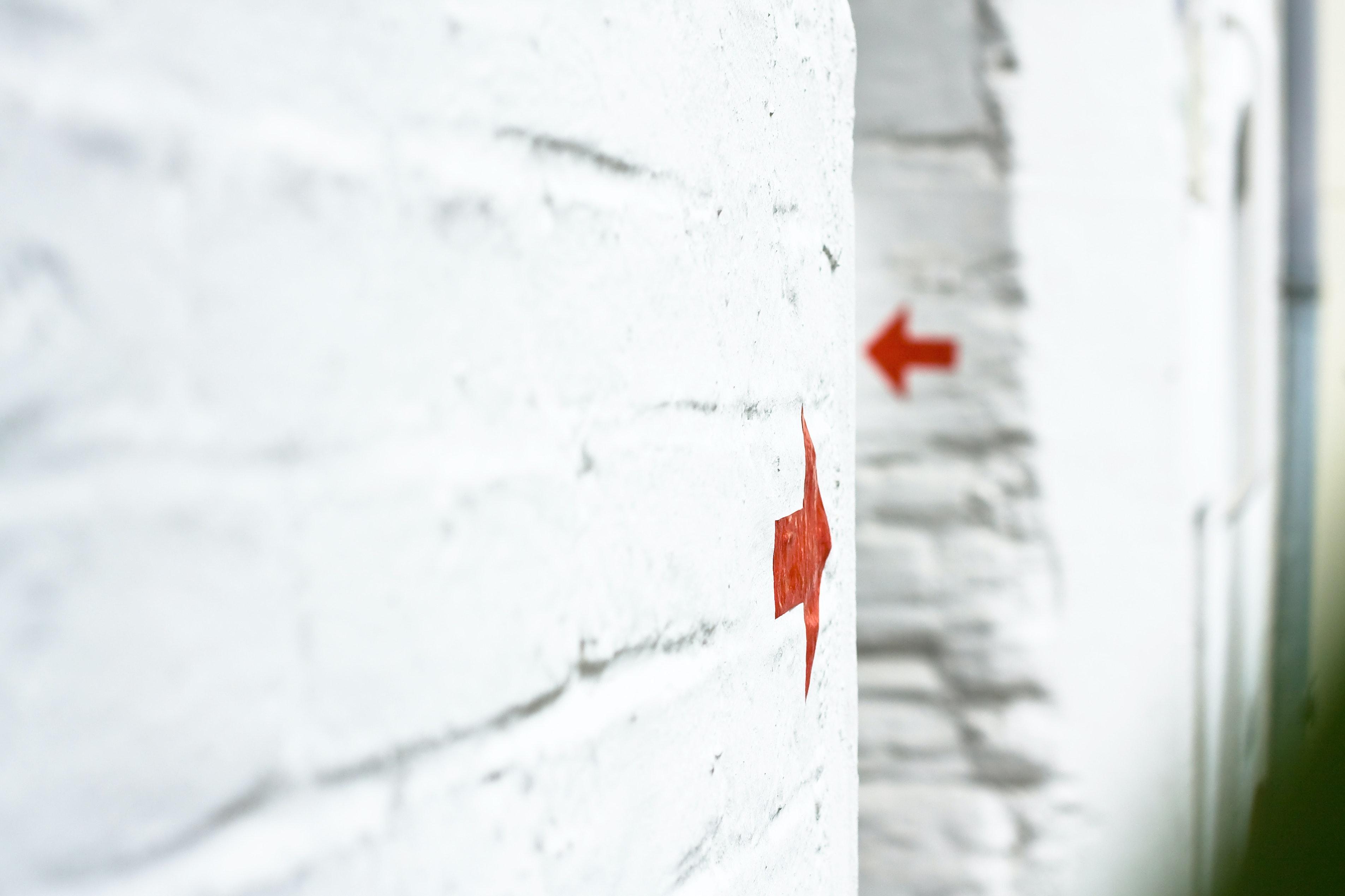 Wand pfeil symbolbild geschaeftsfuehrung gehalt.7a31c5bb7720fccdb05629e2e5310ebc6